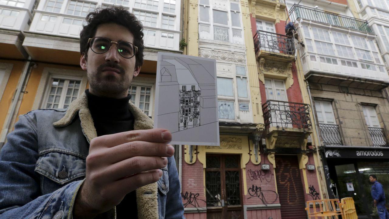 Casa de Emilia Pita o los Elefantes. En el número 8 de la calle Orzán está esta obra de Julio Galán y González Carvajal, hoy «cubierta de grafitis», lamenta Alberto Fuentes-Valcárcel
