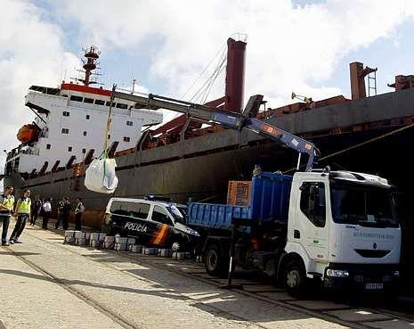 <span lang= es-es >Mercancía para un solo cliente</span>. El «SV Nikolay», un mercante de  114 metros de eslora era un «supermercado flotante» que en este viaje traía 108 fardos  de coca para un único cliente.