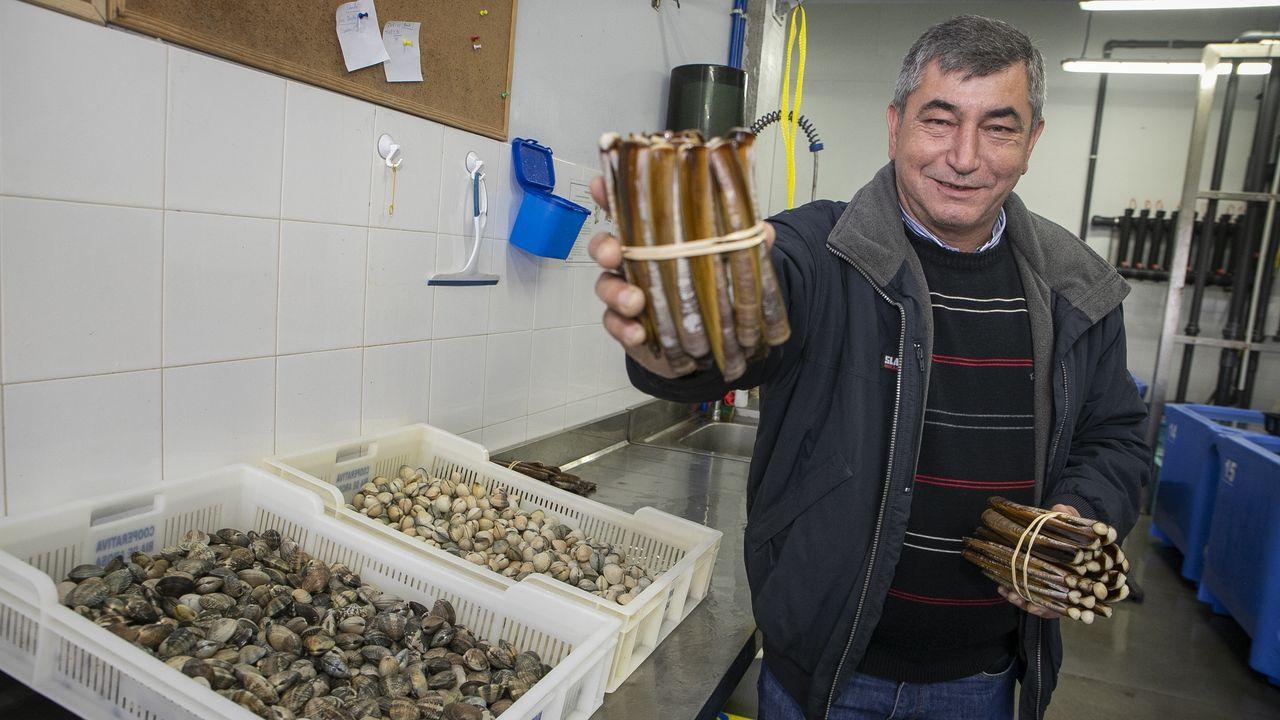 Calles semivacías en Vigo.Manuela Grande, propietaria de la panadería O Forno do Cumial