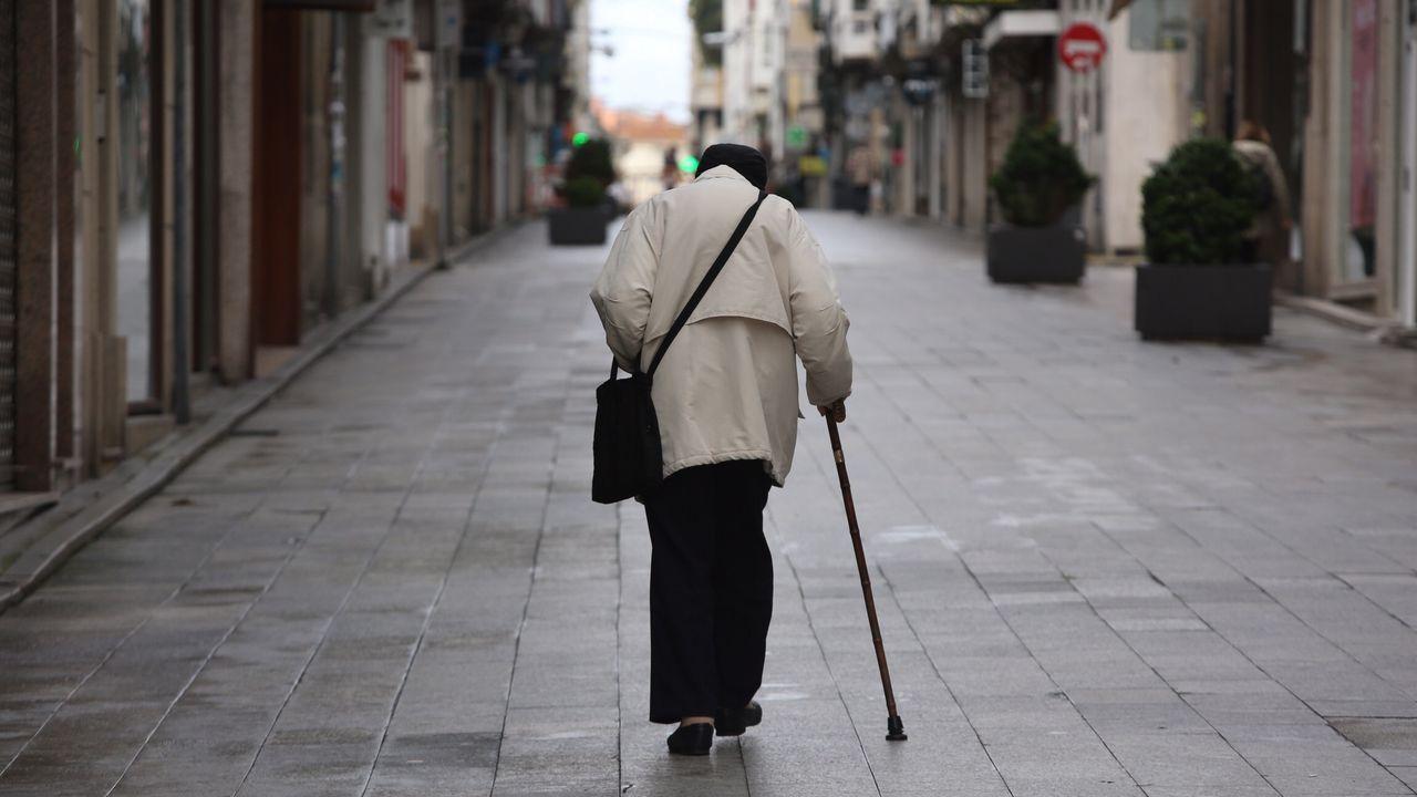 Imagen tomada esta mañana en el centro de Ferrol. Los mayores de 70 pueden salir entre las 10 y las 12 horas