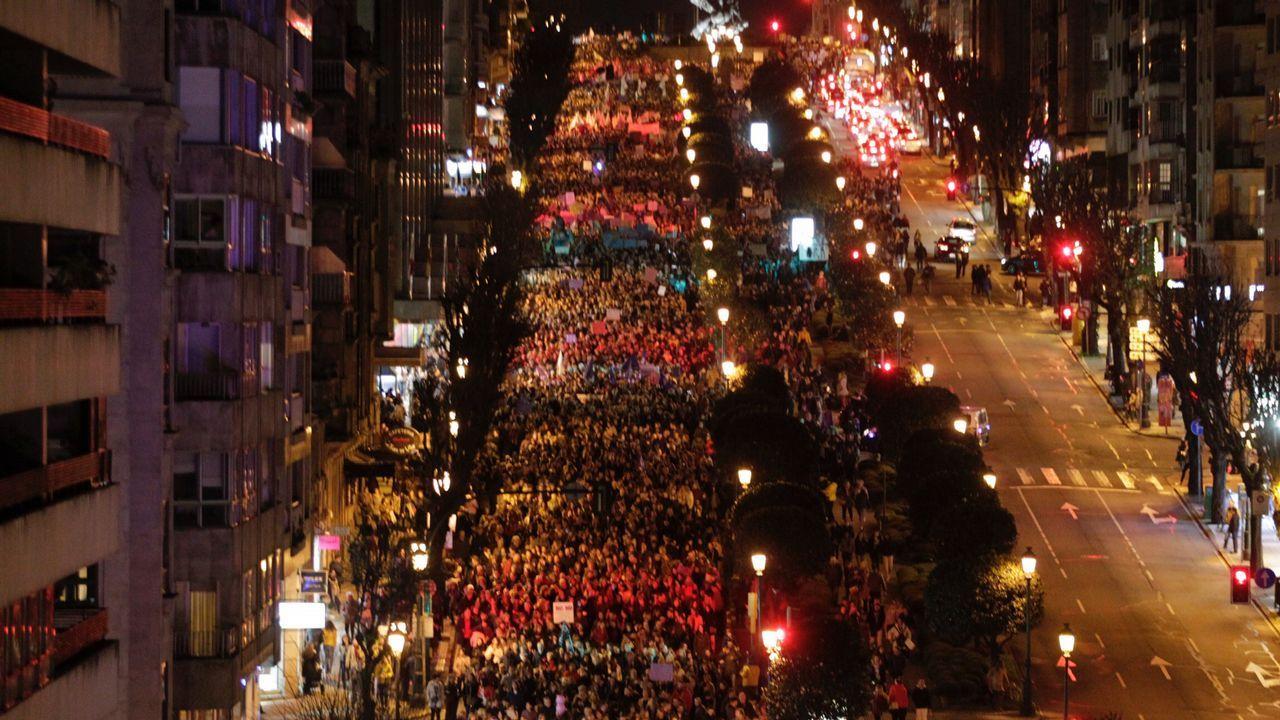 En directo | La plaza del Obradoiro se llena de mujeres este 8M.Huelga del 8-M en Asturias