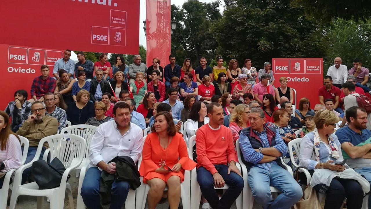 Asistentes al acto de la campaña de Pedro Sánchez para reivindicar los logros de su Gobierno en Oviedo