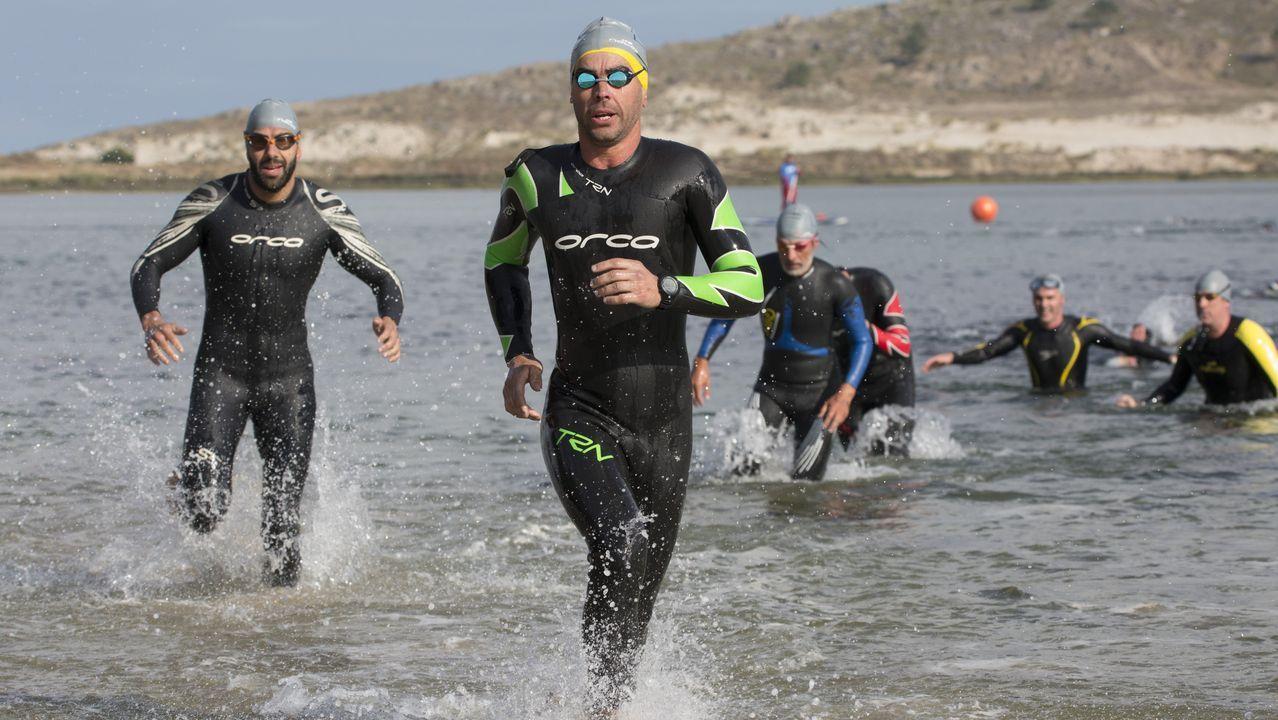 Espectacular travesía a nado en la playa de Balarés ¡Mira las imágenes!