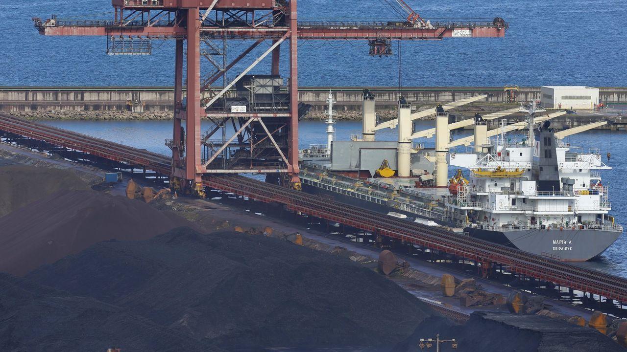 Carril de tren de Arcelor, en Veriña.Puerto de El Musel