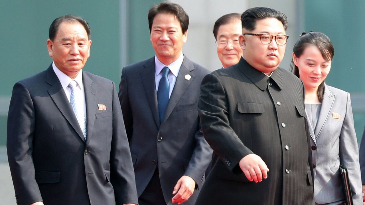 Donald Trump y Kim Jong-Un ya están en Singapur.El secretario de Estado de EE.UU., Mike Pompeo, durante la cena con la delegación norcoreana