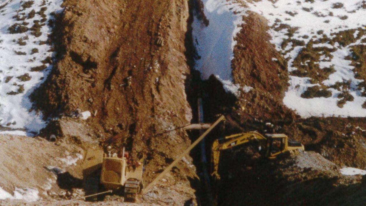 José María Paz: «Hace falta el gasoducto para unir Galicia con la Meseta».Construcción del gasoducto en 1998