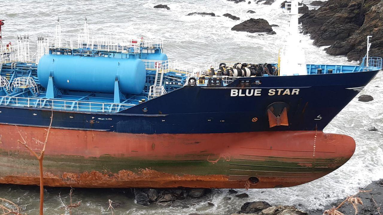 El temporal deja la proadel Blue Staral descubierto
