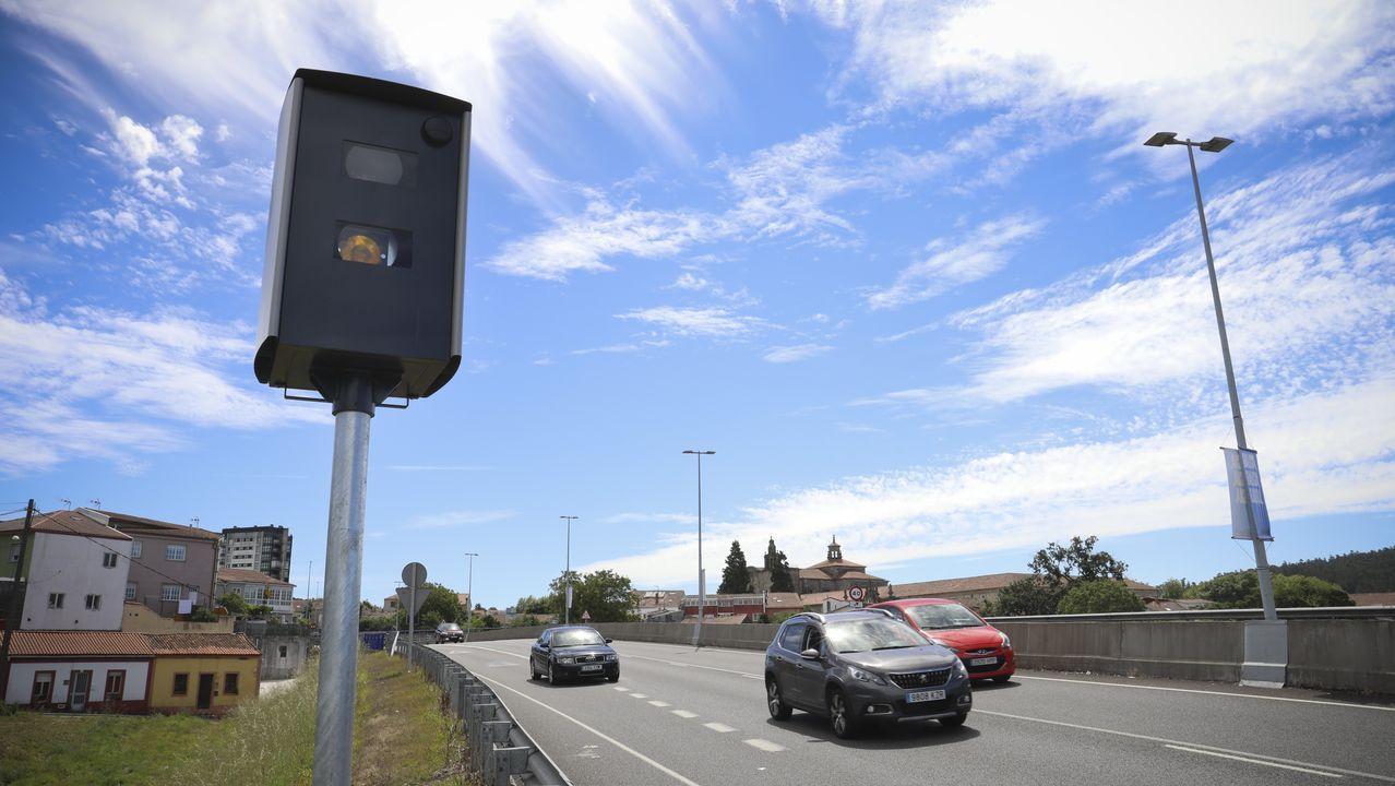 En sentido Milladoiro, el radar está situado justo a la altura del carril de incorporación a la SC-20 desde la rotonda de Conxo