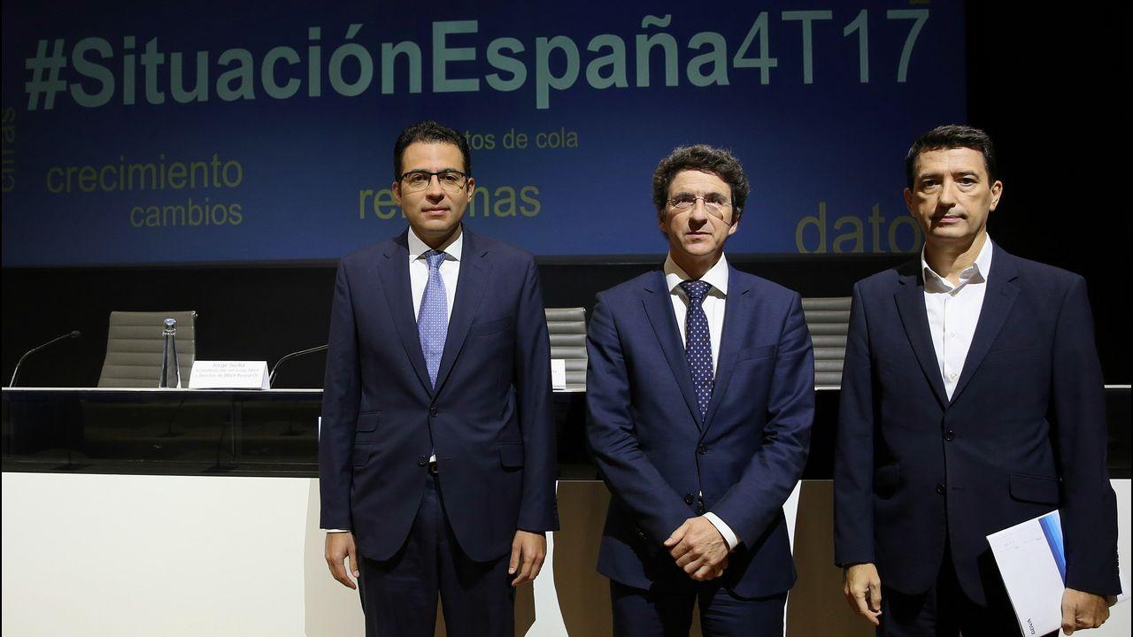 Rafael Doménech (derecha), responsable de Análisis Macroeconómico de BBVA Research; Jorge Sicilia, economista jefe del Grupo BBVA y director de BBVA Research; y Miguel Cardoso, economista jefe de España y Portugal