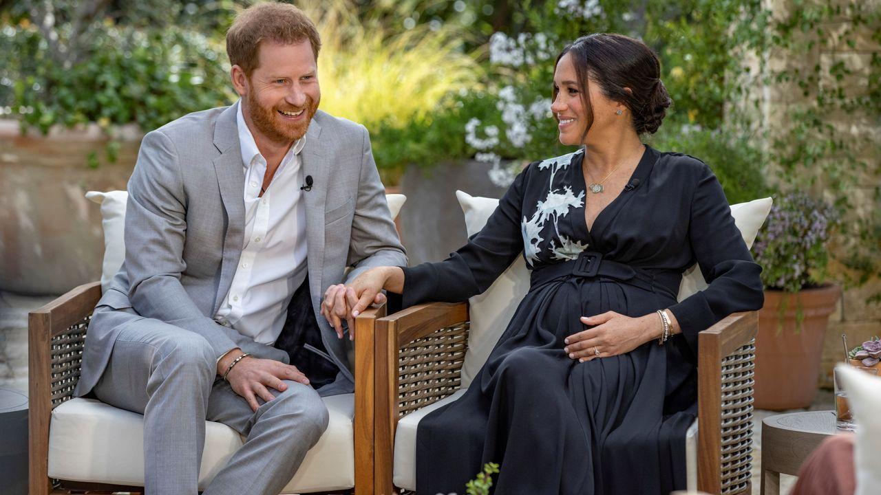 El príncipe Enrique y la duquesa de Sussex, durante su entrevista con Oprah Winfrey