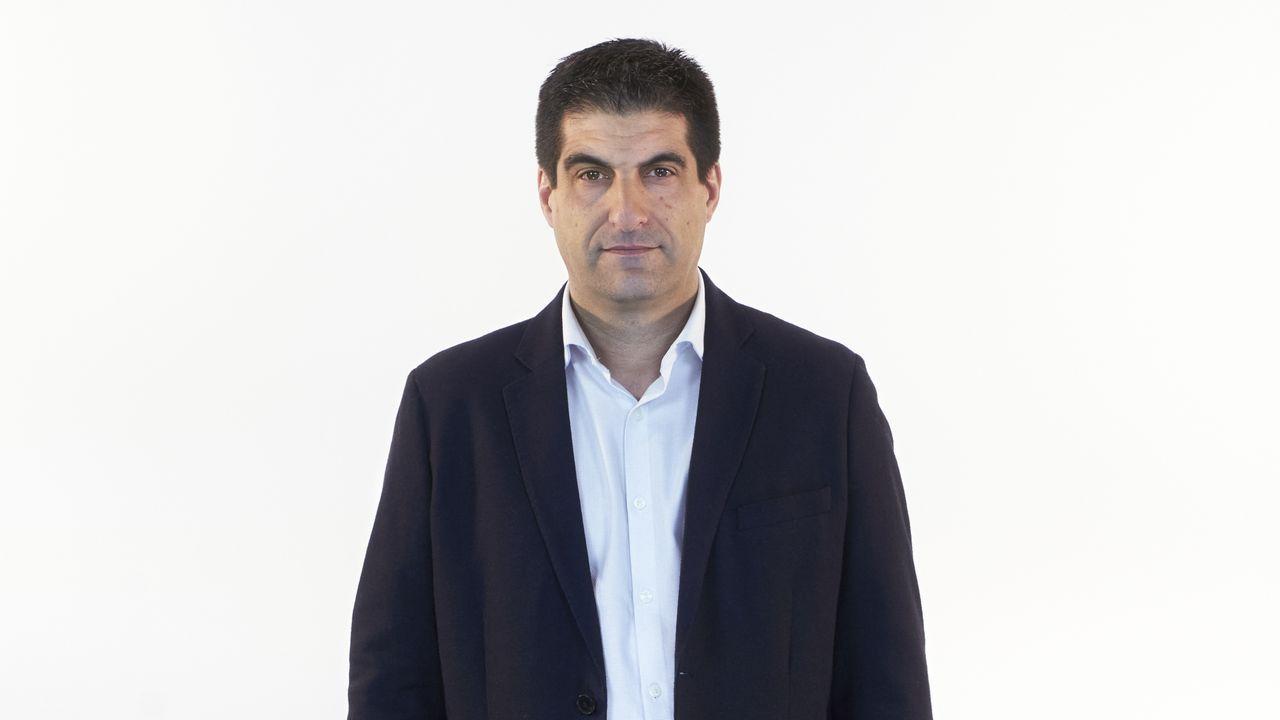 Gabriel Alén Castro, número 7 del PP por Ourense. Ourense, 1977. Diplomado en Docencia por la Universidad de Vigo, es profesor especializado en educación física.  De 2007 a 2011 fue concejal de Cultura en el Ayuntamiento de Cenlle, llegando a convertirse en alcalde.  En el período 2011-2015 fue miembro de la comisión cooperativa FEGAMP.  Miembro del Comité Ejecutivo del Partido Popular de Ourense, donde ejerce una secretaría.