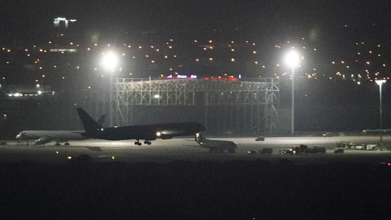 Así quedó la rueda que provocó el aterrizaje de emergencia del avión de Air Canada.El cierre del espacio aéreo provocó este lunes numerosas cancelaciones y retrasos en el aeropuerto de Barajas