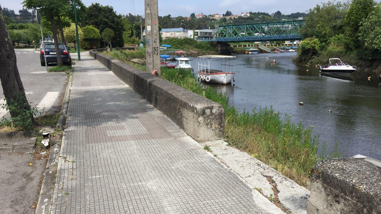 Cae un rayo en una casa de A Cuña.Obras de saneamiento cortarán la ronda de Villaviciosa hasta el 3 de agosto