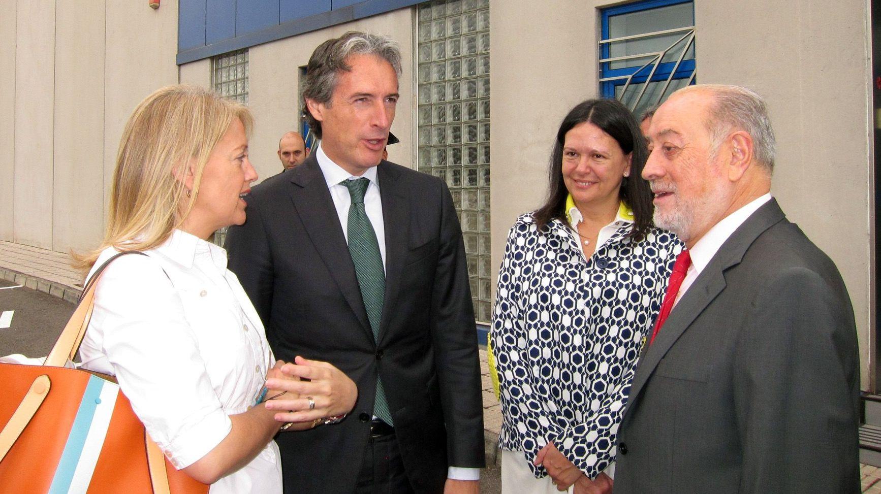 Fernando Lastra atiende a los medios de comunicación.De Lorenzo, Lastra, Moriyón y De la Serna