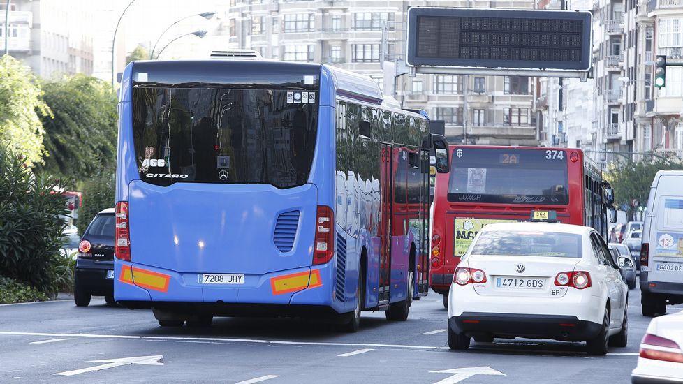 Bus metropolitano y bus urbano en Linares Rivas