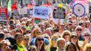 Miles de personas se manifestaron ayer junto a Downing Street contra el cierre del Parlamento, promovido por Boris Johnson