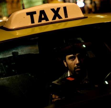Emotiva despedida desde Lavacolla a las tropas que parten hacia Afganistán.El protagonista de la película es un taxista árabe en Estados Unidos.