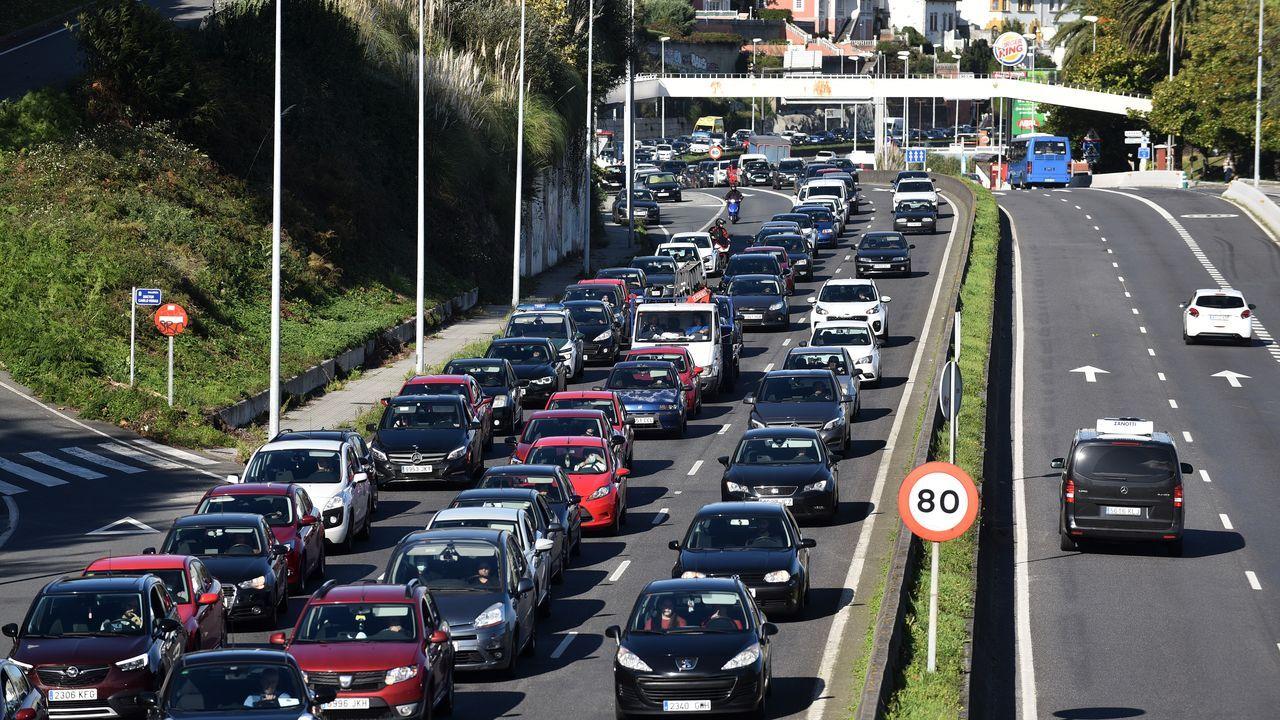 Atascos en la salida de A Coruña el pasado día 30, tras el anuncio de las restricciones