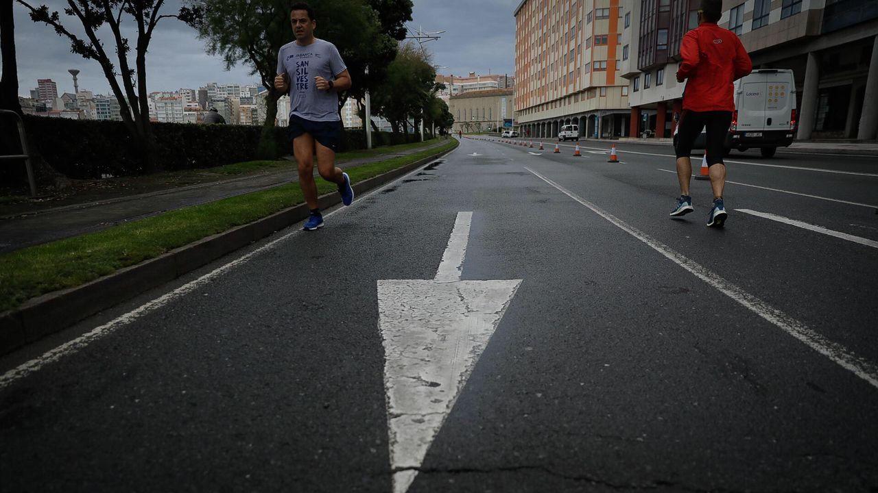 El Paseo Marítimo de A Coruña ha ganado carriles al tráfico para aumentar la distancia social entre deportistas y viandantes