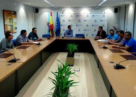 Ikea «se ríe» de Apple.Javier Aguilera volvió a mostrar ayer su apoyo a la plantilla de Tafisa en Ponte Caldelas.