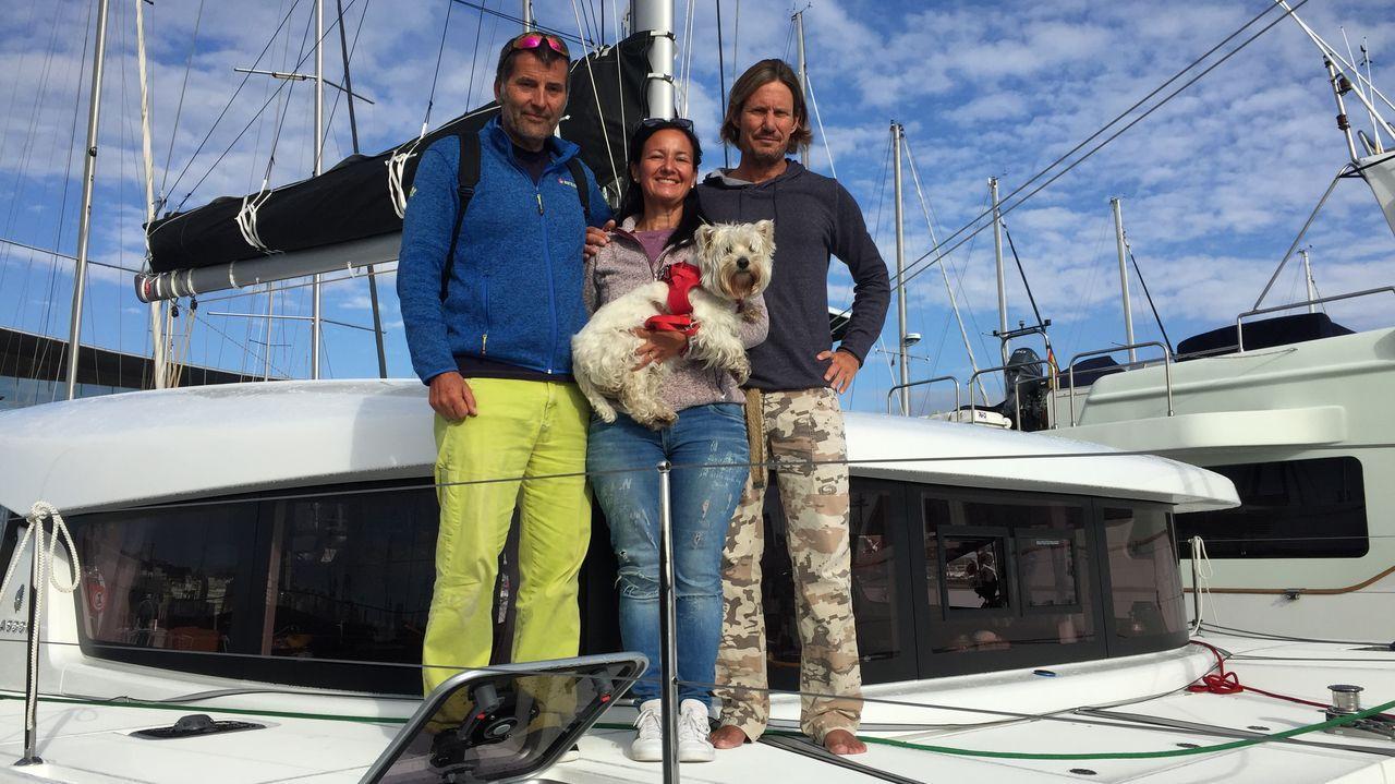 Hablan los tripulantes del Swiss Lady del ataque sufrido por las orcas.Un sanitario recoge una muestra a un joven para hacer una PCR