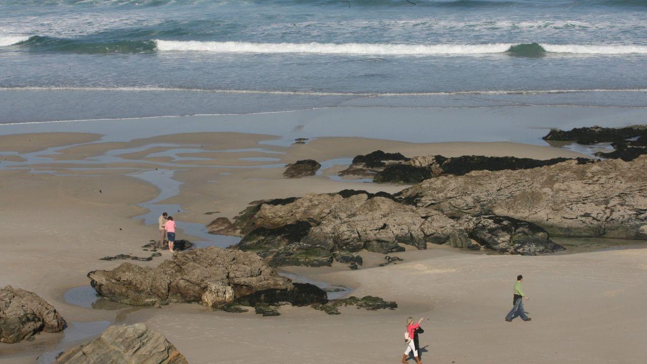 La playa de Fontela, en Barreiros, donde fueron rescatados del agua cuatro jóvenes, en imagen de archivo