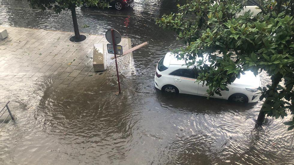 Cientos de incidencias en Ourense por una espectacular tormenta