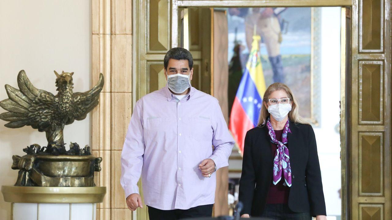 Nicolás Maduro, acompañado de la primera dama, Cilia Flores, en el palacio de Miraflores