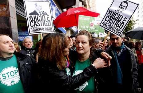 La alcaldesa del PP se enfrenta a vecinos desahuciados.Una de las últimas manifestaciones de la plataforma en defensa de una desahuciada.