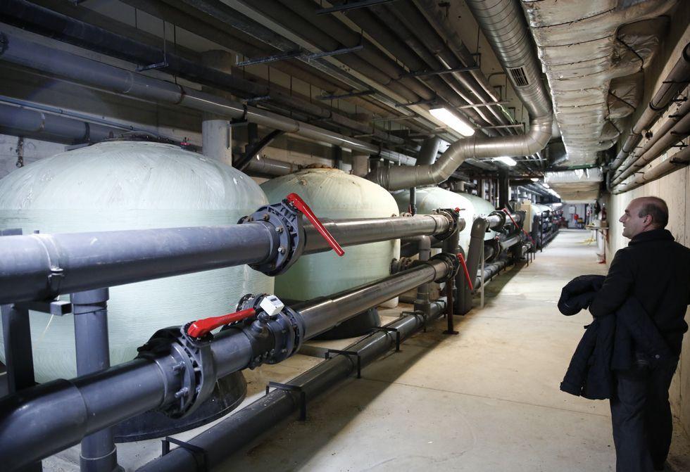 La sala de máquinas del céntrico complejo es uno de los motores de su actividad diaria.