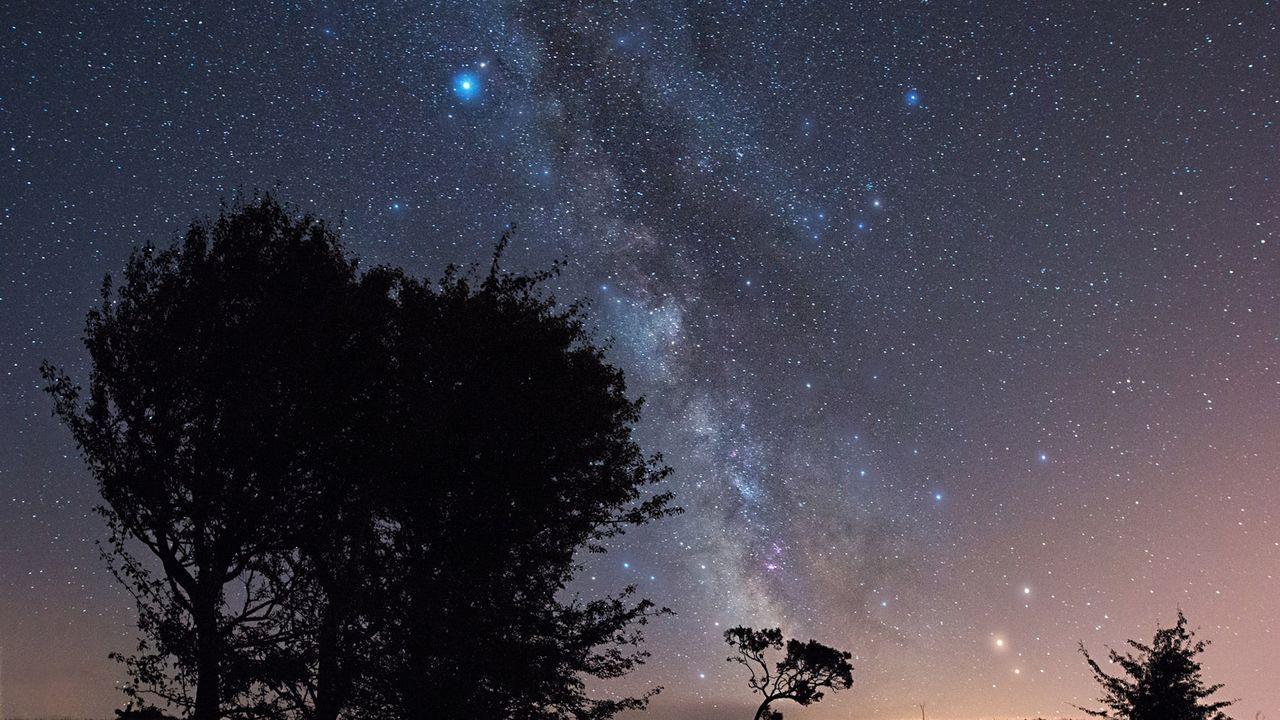 Buccino.La lluvia de estrellas entre nubes