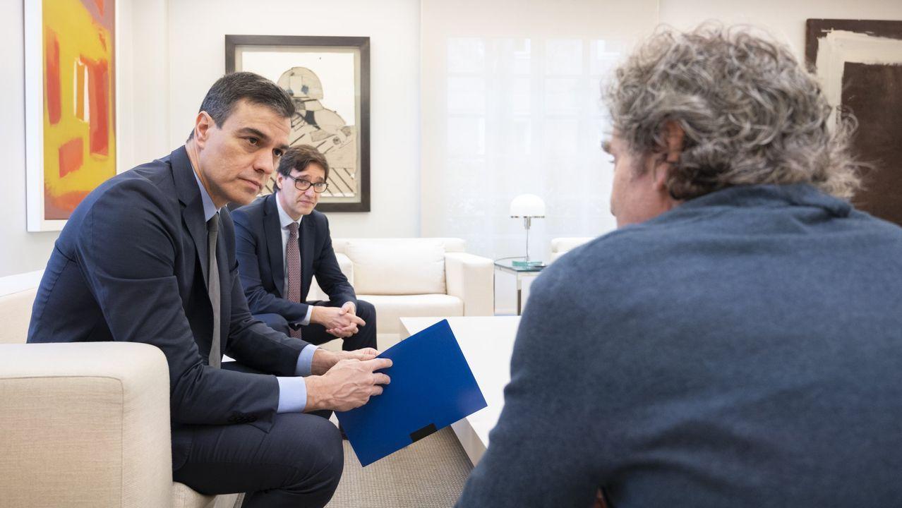Salvador Illa, Pedro Sánchez y Fernando Simón en un encuentro en el mes de abril