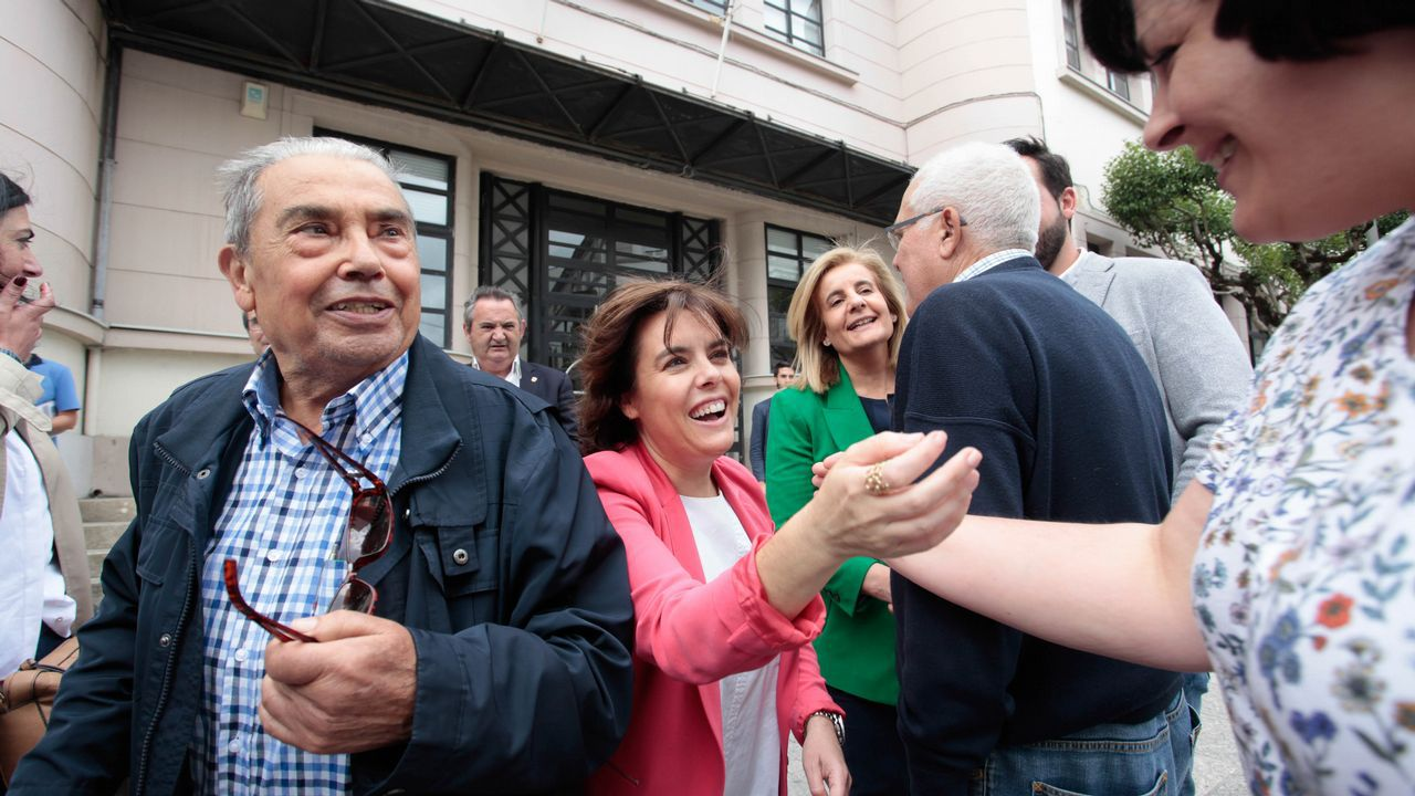 Sáenz de Santamaría reivindica su victoria en el congreso ante los afiliados.Casado saluda tras ser elegido presidente del PP en sustitución de Mariano Rajoy