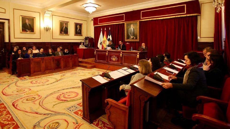 Desechos en un paraje natural junto al Ulla.Casado, Rajoy y Feijoo en la convencion del PP del año pasado