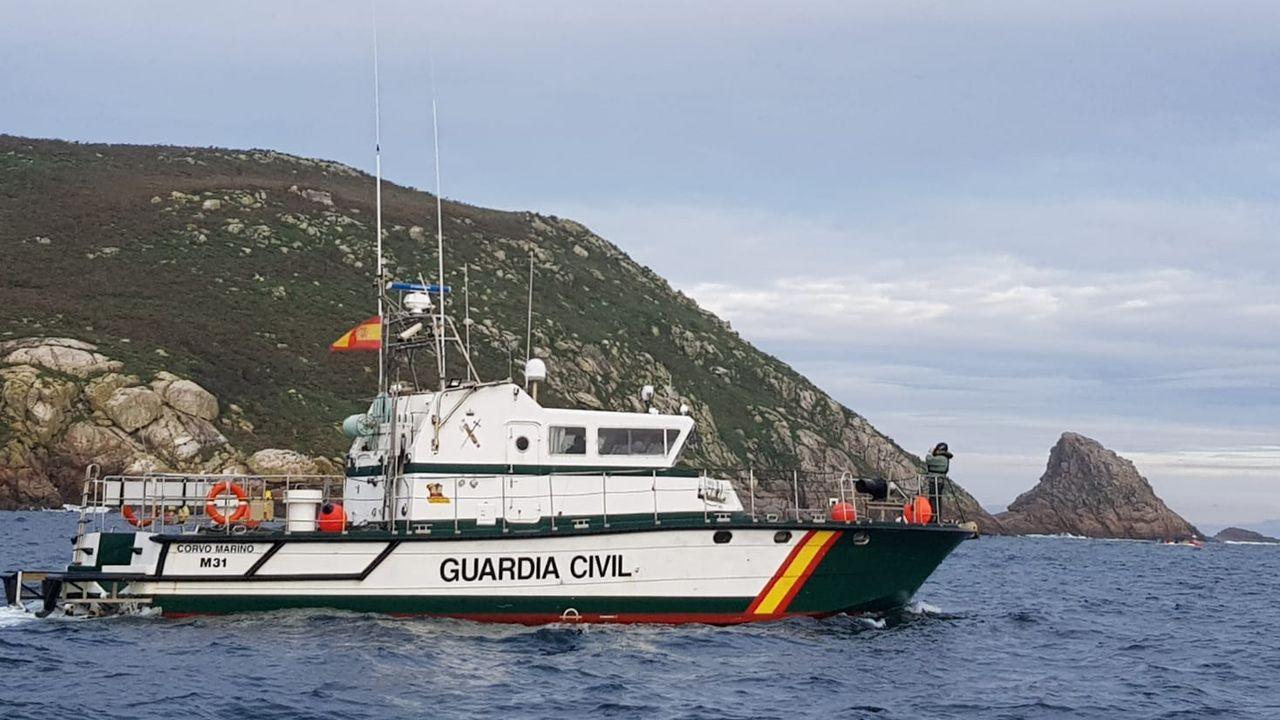 Continúa la búsqueda de un marinero desaparecido tras volcar su embarcación.El Albacora Seis, en una imagen de archivo del Ministerio de Agricultura, Pesca y Alimentación