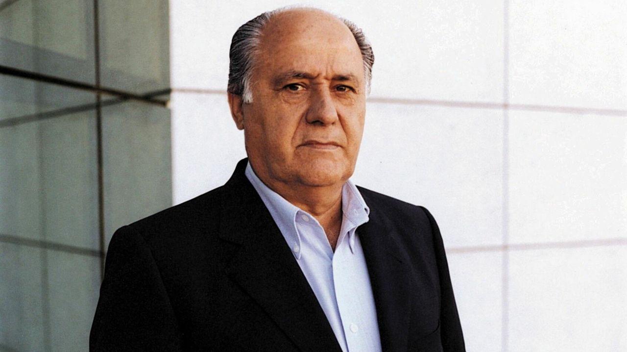 SE REVELA EL ROSTRO (16-09-1999). Con americana, pero sin corbata. Así se presentó Amancio Ortega Gaona como presidente de Inditex. Hasta entonces, la única imagen del creador de Zara era una pequeña foto en blanco y negro de los años 70.