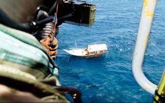 Desde la F-105 se ofreció agua y víveres a tripulantes de pesqueros