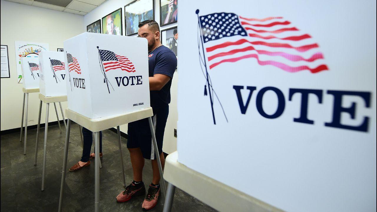 Más electores en un colegio electoral de Norwalk, en California