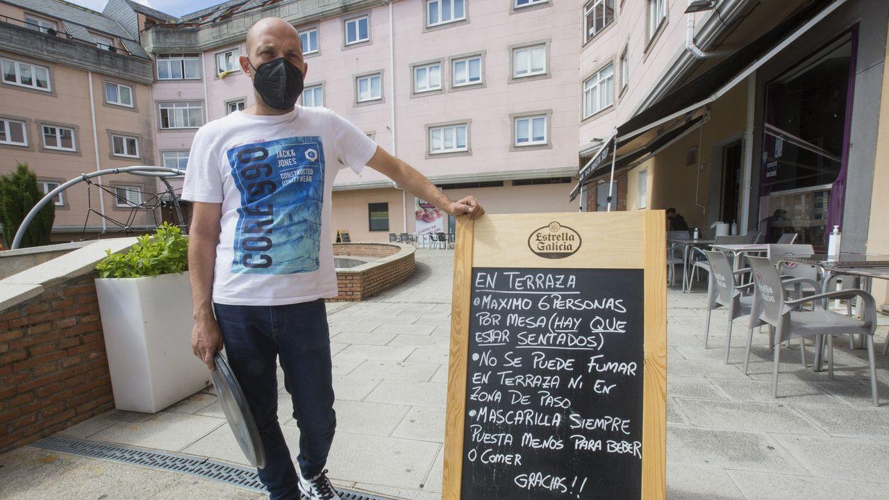 <span lang= gl >Así se festexan as Letras Galegas en Ourense</span>.Desde este viernes en A Laracha solo se permite el consumo en terrazas, en la foto el Manhattan Skyline