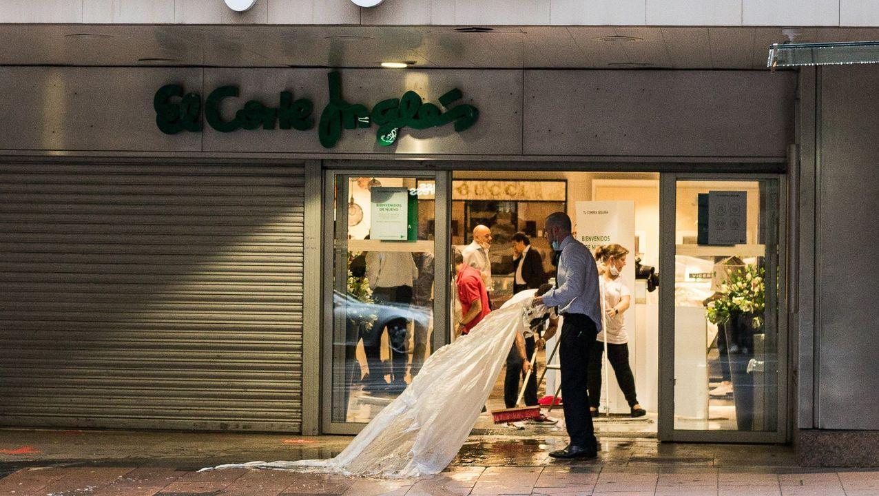 Las rebajas de verano dan el pistoletazo de salida en A Coruña.Viveiro tras el cierre por el nuevo rebrote