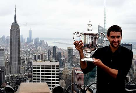 Marin Cilic, con el trofeo de campeón del US Open y el «skyline» de Nueva York de fondo.
