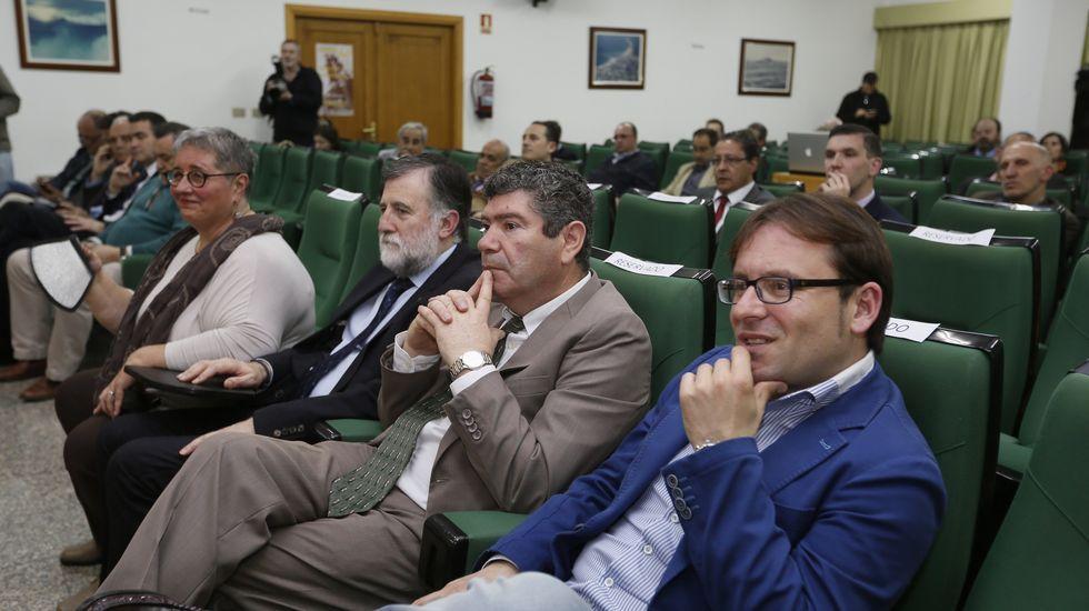 Inauguración de las XornadasTécnicas de Expomar.Discursos de apertura, ponencias y opiniones del público coincidieron ayer en Burela al reivindicar el peso de la pesca.