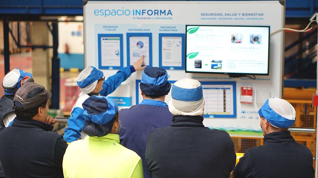Todas las imágenes de la visita de Felipe y Letizia.Jornadas de difusión a empleados de CAPSA durante la Semana Europea de Prevención de Residuos