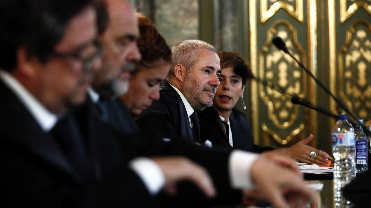 La abogada de la defensa, Amaia Izko (a la derecha), durante la vista pública celebrada en el Tribunal Supremo para revisar la condena a los ocho jóvenes por agredir a dos guardias civiles y sus parejas en Alsasua (Navarra) el 15 de octubre del 2016