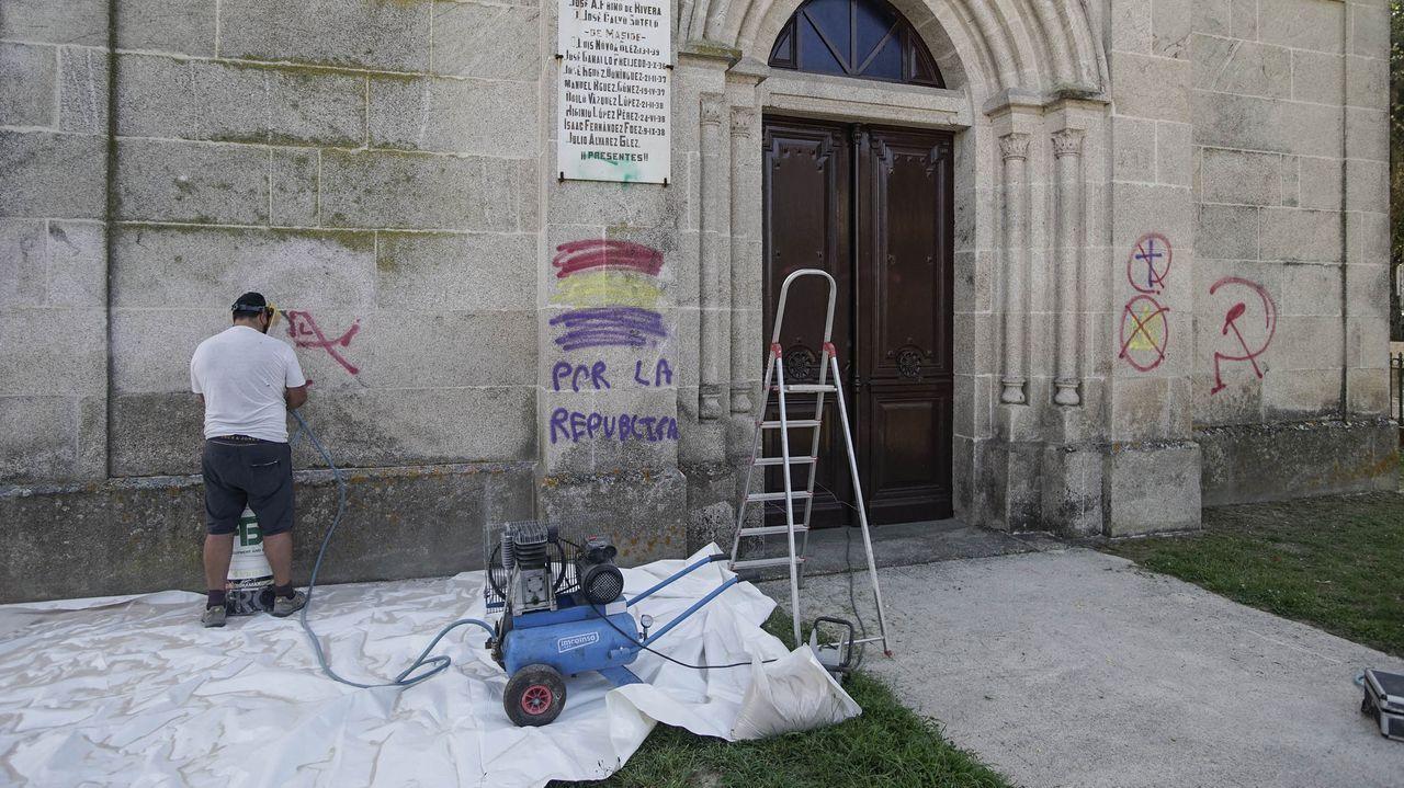 53 años surcando el Sil.Trabajos de limpieza en la iglesia de Maside