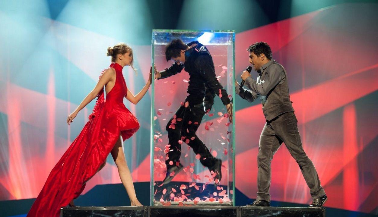 Una de las puestas en escena de Fokas Evangelinos en Eurovisión, la de Azerbaiyán en el 2013