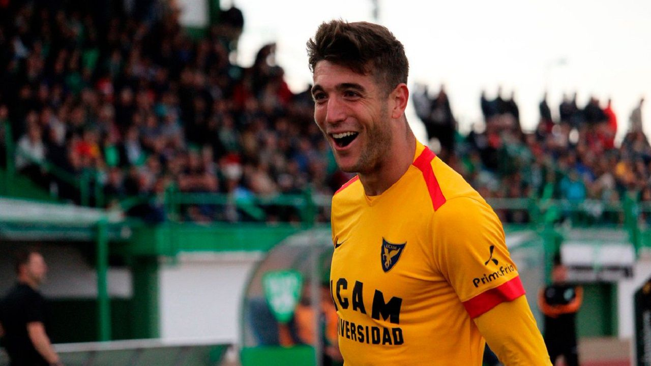 Javi Fernández celebra un gol con el UCAM Murcia