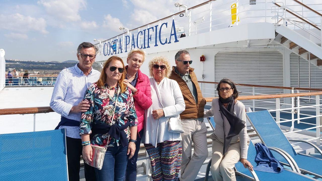 Las viguesas Maite Fernández y Chus Gallego, en el Costa Pacífica