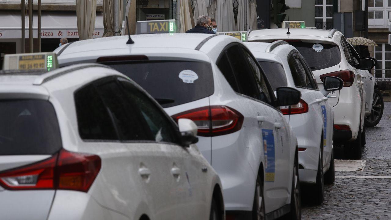 Taxistas esperando en una parada en Santiago