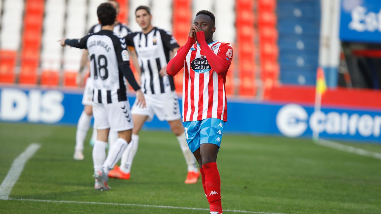 Cuco Ziganda Castellon Real Oviedo Castalia.Blanco Leschuk celebra su gol ante la UD Almería con Nahuel Leiva